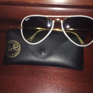 White Frame Ray-Ban Aviator Sunglasses